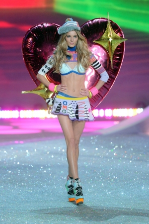 ✮ IEVA LAGUNA WALKS VICTORIA'S SECRET SHOW ONCE AGAIN! ✮